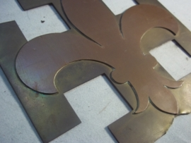 Scouting badge or plaque on both sides. Padvinders embleem Franse lelie 17 bij 17 cm Padvinderij het is een drie dubbel embleem