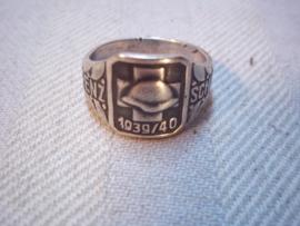 Swiss army ring. Zwitserse ring 1939-1940 GRENZ-SCHUTZ, met zilvermerken.