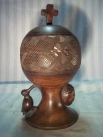 kerkelijke beker, hosti beker, gemaakt in de belgische Congo en ook daar gebruikt, meegenomen door non die daar heeft gezeten jaren 60-70.