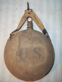 US canteen Bulls-eye. Rock island Arsenal 1905. Amerikaanse veldfles model 1879. met drager