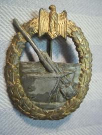 German Coastal Artillery war badge 1941, no maker. Duits Kust artillerie embleem zonder maker, mooie speldinzetting.