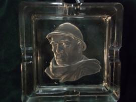 Ashtray glas with French soldier. glazen asbak, met daarin geslepen een Franse soldaat LEGIONAIR, met helm en woestijn mantel burnous