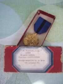 Belgium medal awarded to a police man. Belgische medaille uitgereikt aan een Rijkswachter Gouden medaille in de orde van Leopold II, met zeer leuk doosje