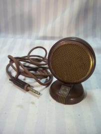 Bakelieten microfoon, 11 cm. hoog van het merk GRUNDIG, bruin bakeliet.