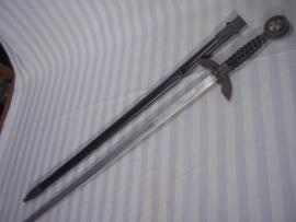 German Flieger sword for children, nicely with swastika and Iron cross. Duits Flieger schwert 75 cm lang als kinder speelgoed. voorzien van het ijzeren kruis symbool en hakenkruis. zeer mooie schede, gebruikt. nog nooit eerder gezien. TOP.