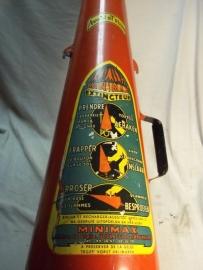 Fire- extinguisher, with nice label. Brandblusser, druppelvorm met mooi en helder etiket
