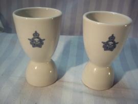 2 Egg-cups of the Canadian Air- Force. 2 eierdopjes van de Canadeese luchtmacht met het RCAF embleem