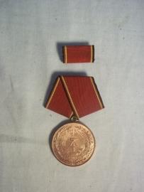 East- germany service medal. DDR- NVA rouwe Dienst medaille met baton