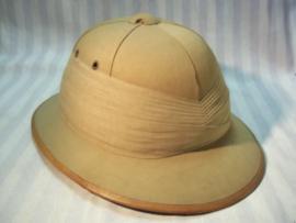 British pith helmet, private made, officers model. Engelse tropenhelm, privaat aangemaakt stuk, officiers type met brede stoffen band, TOP stuk bijna MINT staat