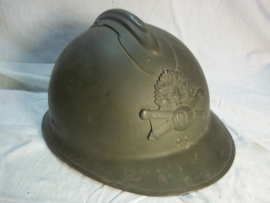 French helmet, model 1926 with artillery badge. Franse helm met 1e model embleem, perfecte staat,