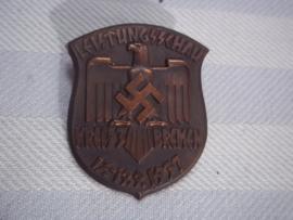 German sport tinnie. Leistungschau Kreis Bremen 1937, very rare badge. Duitse sport tinnie.