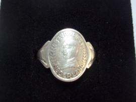Dutch silver liberation ring. Nederlandse zilveren ring, Bevrijding Nederland, met afbeelding van een Engelse soldaat. zilver gemerkt