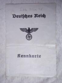 Deutsches Reich Kennkarte, met veel stempels vingerafdrukken en foto. decoratief document.