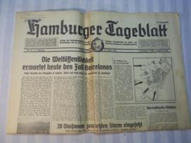Duitse krant Hamburger Tageblatt, met Gestapo stempel linksboven en leuk decoratief titel hoofd.