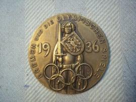 German medal 4cm. Olympic games 1936. Duitse penning 4cm. Bremen und die Olympische Spiele 1936. met maker achterop. Er zijn veel Olympische medailles en penningen, maar deze heb ik eigenlijk nog nooit eerder gezien.