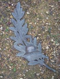 French grave memorial, Palmtak van de Franse UNC, brons met casque adriane, voor op graf of monument
