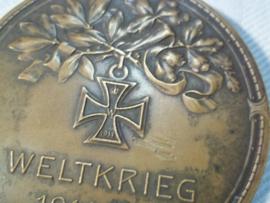 German bronse plaque, Duitse penning brons Ersten Weltkrieg, met EK2 afgebeeld en een gevechtsscene, zeer bijzonder 6cm.