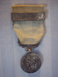 French colonial medal with bar. Franse medaille koloniaal met balk Extreme Orient. mooi gedragen staat.