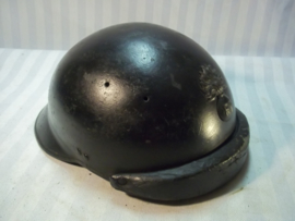 French helmet of the armoured corps, Mdl.1926, with infantry badge, nicely marked. Franse helm van de gemotoriseerde eenheden, tank- motor, mooie helm welke heden ten dage moeilijk te vinden zijn