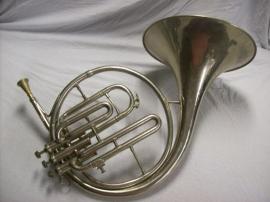 Muziekinstrument  hoorn met ventielen De maker produceerde ook voor het belgisch leger.