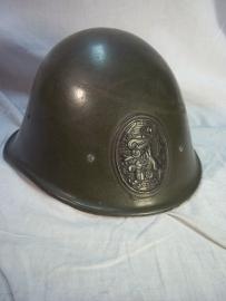 Dutch helmet M-27 with CM stamp 1933 in the leather behind. Nederlandse M-27 helm, met CM stempel in de rand en achter in het leer, vrij zeldzaam. perfecte staat.