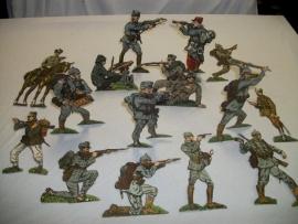 Paper soldiers you can bent. Papieren soldaten welke je kan vouwen, div. nationaliteiten.