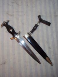 SS dagger, 100% original, SS dolk, RzM code M7/81- 1241/39 Karl Tiegel, Mack & Eickelberg, met drager RzM gestempeld op klip en leertje.