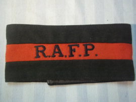 British armlet R.A.F.P. Royal Air Force Police. Armband RAF politie met etiket