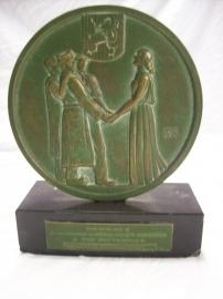 Heavy bronze table medal for prisoners of war Zware bronzen plaquette voor teruggekeerde Belgische Krijgsgevangenen