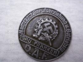German tinnie, Rally badge, Duitse tinnie Hauptabteilung fur Berufserziehung und Betriebsfahig DAF Gau Franken