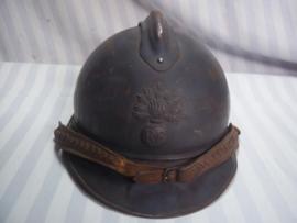 French helmet 1915 with infantry badge, and leather officers chinstrap. Franse helm M-15 met infanterie embleem en leren kinband  officiers model. mooie horizon blauwe kleur, Casque Adrianne.