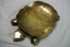 Design turtle Art Deco. Schildpad met verschillende kleuren metaal Art Deco project. niet gesigneerd