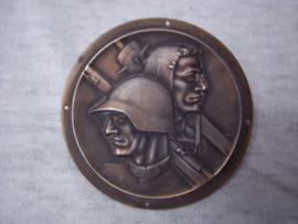 Swiss plaque for a wooden board. Zwitserse plaquette, penning welke je op een houten bord kon bevestigen. Zwitserse soldaat en Willem Tuyl.