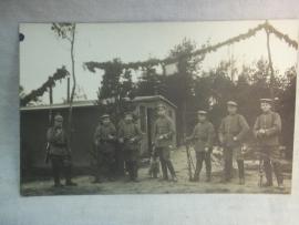 Photograph German soldiers. Groepsfoto van Duitse soldaten vroeg model uniform