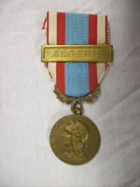 French medal Medaille commemorative  d. Afrique du nord, with medalbar ALGERIE. Franse medaille