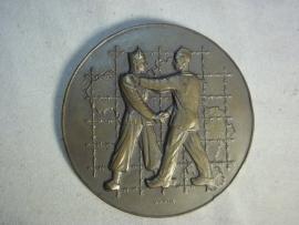 Belgium badge remembering the prisoners of war. Belgische penning ter herinnering aan de Krijgsgevangene en gedeporteerde van de stad Charleroi