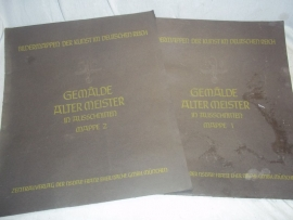 2 big covers with German art.2 mappen met Duitse goedgekeurde kunst van de NSDAP .Bildermappen der Kunst im Deutschen Reich Gemalde alter Meister 1 und 2.