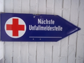Enamel german Red Cross direction sign.Duits richtingsbord, geemailleerd, Duits Rode Kruis.