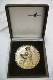 Swiss badge in case, Zwitserse penning, Arbeiterschutzenbund op naam