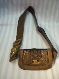 British full dress Royal Artillery shoulder belt pouch nice embroidered. Engelse giberne Royal Artillery  met riem perfekte staat.