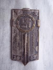 German tinnie, rally badge Duitse tinnie NS 1. Reichsjugendtag 1932. Hitler- Jugend. ZILVER. bronzen uitvoeringen kon men op die dag kopen donatiespelden, zilveren werden door medewerkers gedragen. deze mocht je later op het uniform door dragen.Zeldzaam.