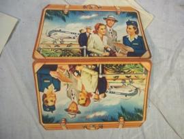 Leuk setje welke gegeven werd aan bruidsparen die een huwelijksreis met het vliegtuig maakten. jaren 50 - 60.