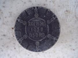 German Tinnie NSDAP 1938 Kreistag. Duits partij speldje aluminium