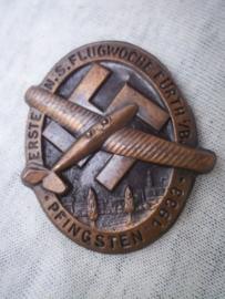 German tinnie, rally badge, Duitse tinnie Erste N.S. Flugwoche Fürth i.B. Pfingsten 1933.