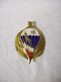 Frans borstzakembleem, 18e  para regiment breloque
