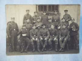 Duitse postkaart  groep soldaten