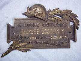 French remembrance plaque vet died in the USA. Franse grafplaat, behorende op een graf van een oudstrijder in Amerika overleden.