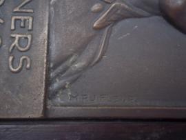 Bronze plaque German soldier, very rare. Bronzen plaquette gemaakt door de Nederlandse kunstenares M.P.J. FLEUR in oorlogstijd van een gesneuvelde Duitse soldaat, zeer zeldzaam,