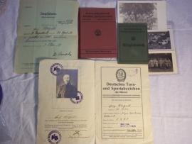 Police lot, 2 police books, medical paper, 4 photographs and a sportscertificate. Een leuk lot politiepapieren 1936, van dezelfde persoon