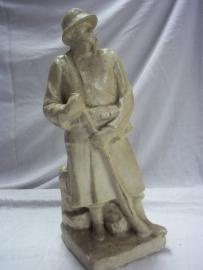 Statue made of plaster, belgium soldier IJSER battlefront. Gipsen beeld Belgische soldaat, houd wacht bij de Ijser.